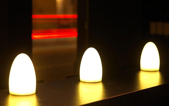 bullit mini chargeur bougie de table d ambiance lumineuse 224 led sans fil